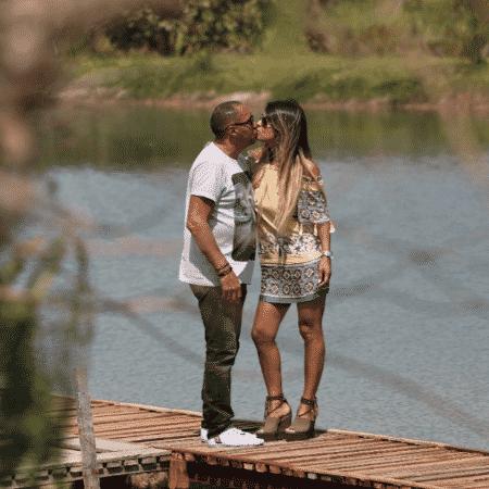 Tiririca e Nana Magalhães se beijam - Reprodução/Instagram/nana_magalhaes1
