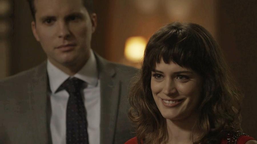 Clara surpreende Sophia ao aparecer na casa dela durante a ceia de Natal - Reprodução/GShow/O Outro Lado do Paraíso