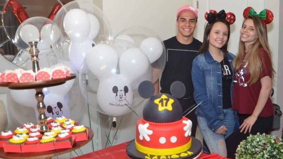Larissa Manoela comemorou mais um aniversário ao lado dos amigos Gabi e Pedro Motta e os pais - Divulgação/VanessaCaetano Photography)