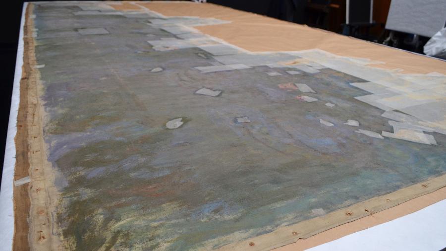 """Quadro de Claude Monet, um esboço datado em 1916 para a célebre série Nenúfares, foi encontrado dentro do museu do Louvre em 2016, sem que a descoberta se tornasse pública na época - AFP PHOTO/Japan""""s National Museum of Western Art"""
