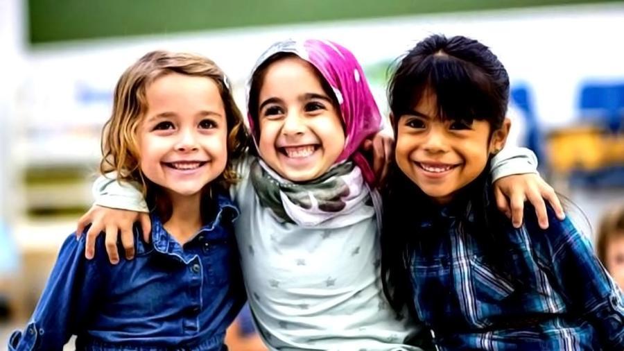 Ter amizades diversas e com pensamentos diferentes pode trazer inúmeros benefícios para as pessoas - Getty Images