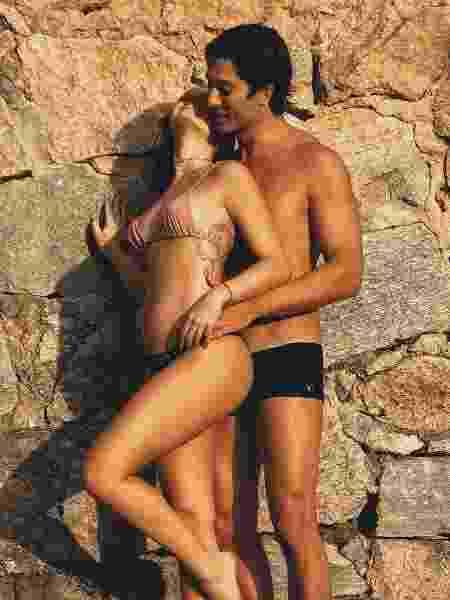 Ao lado do marido, Isis Valverde mostra barriguinha de grávida - Reprodução/Instagram - Reprodução/Instagram