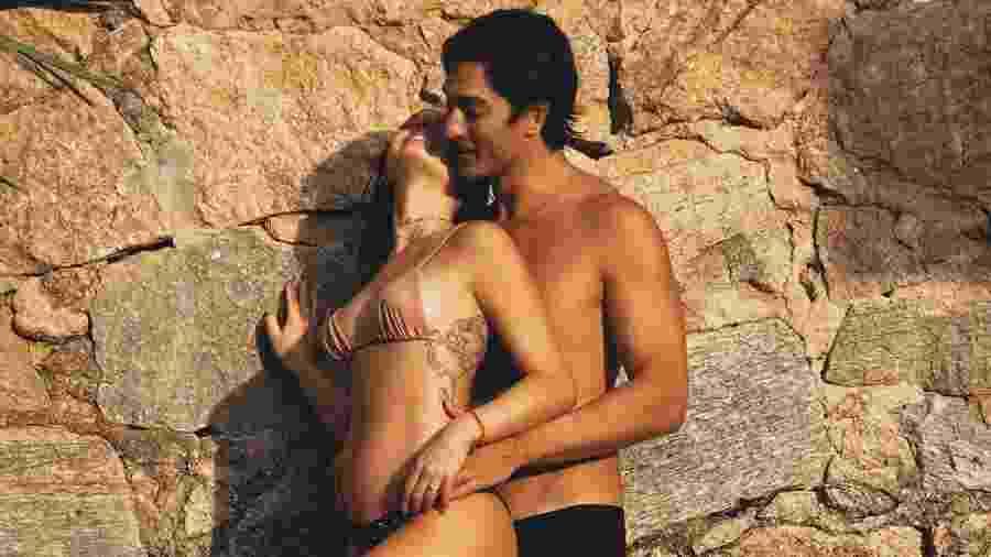 Ao lado do marido, Isis Valverde mostra barriguinha de grávida - Reprodução/Instagram