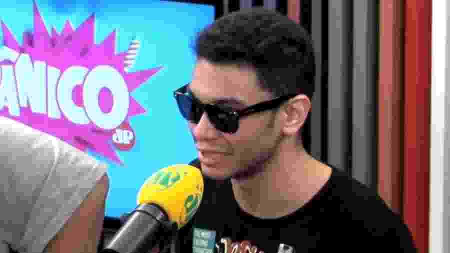 """Humorista Igor Guimarães diz no """"Pânico"""" que revelou homossexualidade à família no Dia dos Pais - Reprodução/YouTube/Pânico Jovem Pan"""