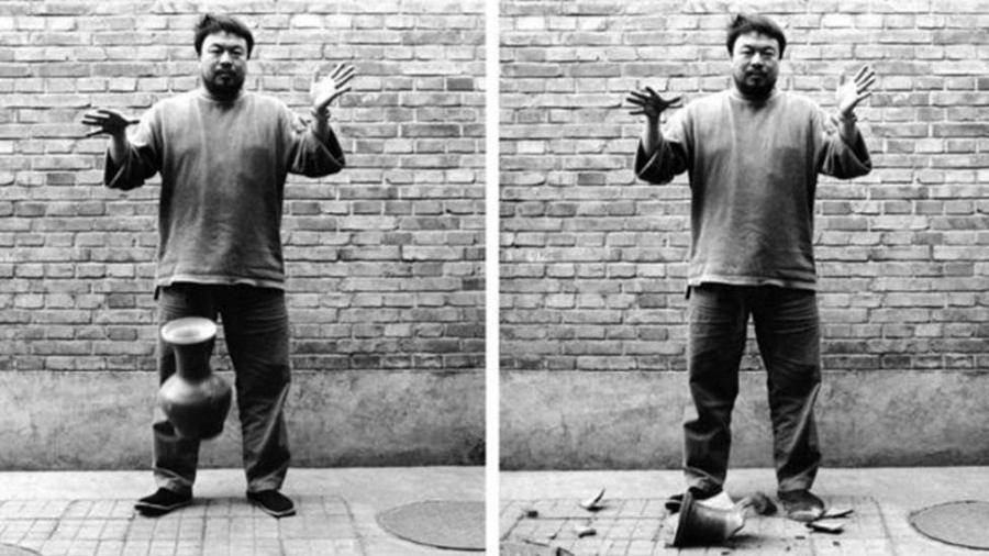 O artista chinês Ai Weiwei de fato fez uma obra de arte ao destruir outra obra  - Ai Weiwei via BBC