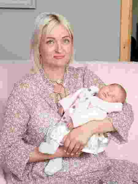 Alexis com a pequena Cameron, sua primeira menina - Reprodução