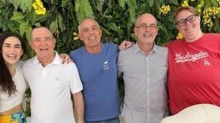 Renato Aragão e quatro de seus cinco filhos