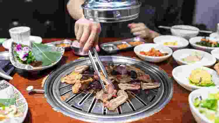Banchan: acompanhamentos servidos junto com a carne - Sellwell/Getty Images - Sellwell/Getty Images
