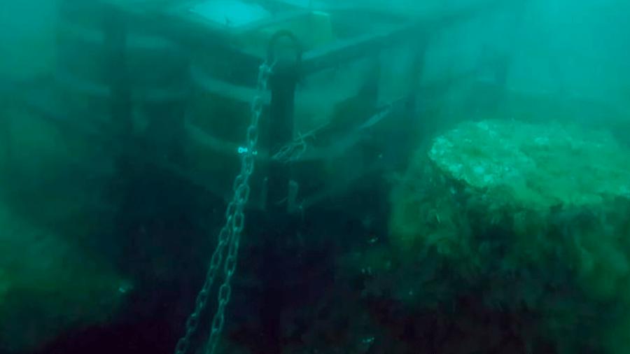 Barris haviam sido deixados em destroços de naufrágio, no final do ano passado - Reprodução/Internet