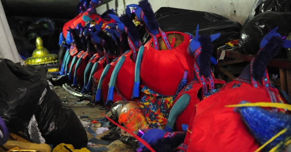 A madrinha da bateria é a musa Katia Salles, que em 2015 representou a corte do carnaval paulistano