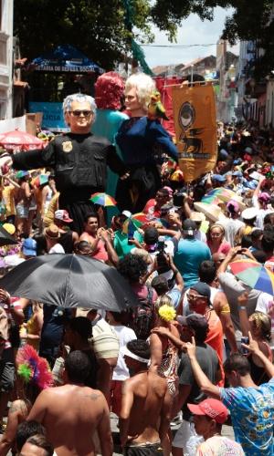 8.fev.2016 - O tradicional desfile de bonecos gigantes marcou a manhã da segunda-feira no Carnaval de Olinda (PE)