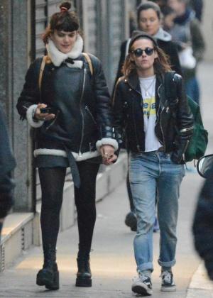 Soko e Kristen Stewart em Paris, em março deste ano - AKM-GSI