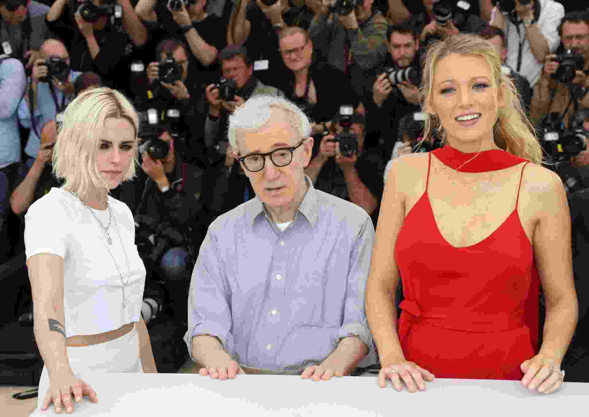 "11.mai.2016 - Kristen Stewart, Woody Allen e Blake Lively divulgam ""Café Society"" no Festival de Cannes - REUTERS/Yves Herman"