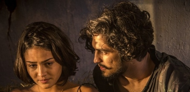 Olívia (Giullia Buscacio) descobre que Miguel (Gabriel Leone) é filho de Santo - Reprodução/GShow