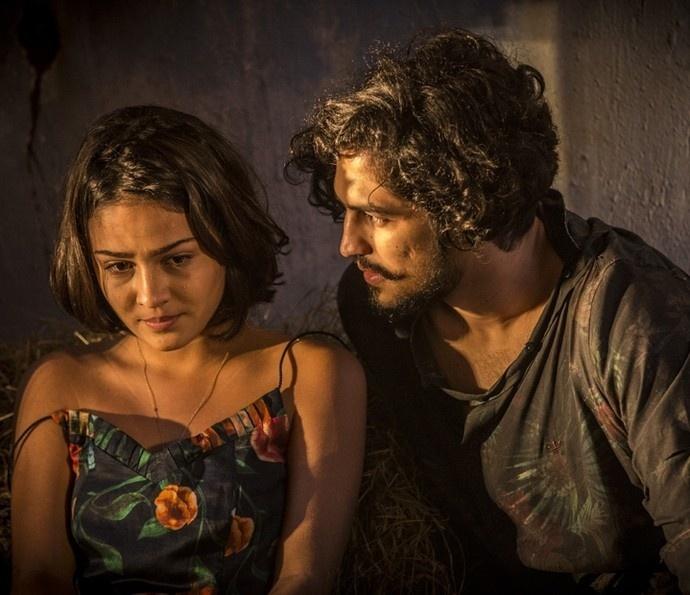 Olívia (Giullia Buscacio) descobre que Miguel (Gabriel Leone) é filho de Santo em