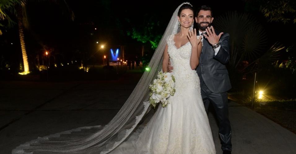 21.nov.2016 - Laura Keller e Jorge Sousa se casam no Rio