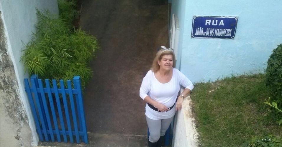 Simone visitou a casa que Roberto Carlos viveu com os irmãos e os pais em Cachoeiro de Itapemirim, no Espírito Santo