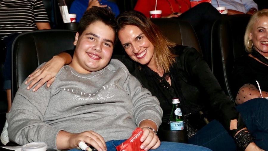 João Guilherme, filho de Faustão, vai ao cinema com a mãe, Luciana  - Manuela Scarpa/Brazil News