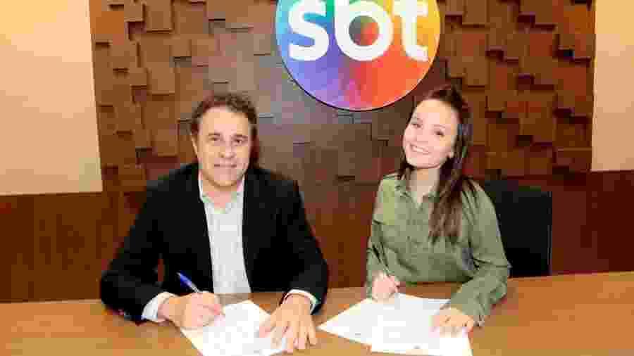 Larissa Manoela e o diretor artístico Fernando Pelégio - Lourival Ribeiro / SBT