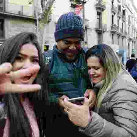Maisa posa com seus pais, Celso e Gislaine, na França - Reprodução/Instagram/maisa - Reprodução/Instagram/maisa