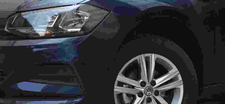 Farol de um Volkswagen Polo MPI: luz baixa, farol baixo, farol alto e luz de seta são obrigatórios. Luz diurna e neblina? Para quê, se não lei não exige? - Murilo Góes/UOL