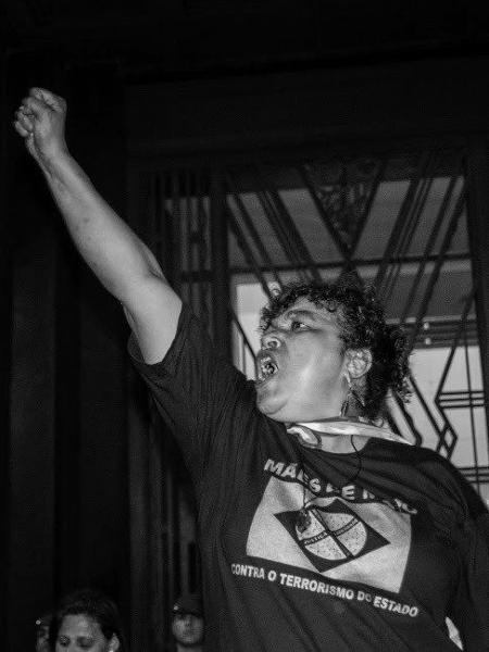 """Hoje, aos 58 anos, Débora percorre o mundo falando contra """"o terrorismo do Estado brasileiro"""" e lutando para que a justiça seja feita - ainda que tardiamente  - Fernando Martins de Freitas"""