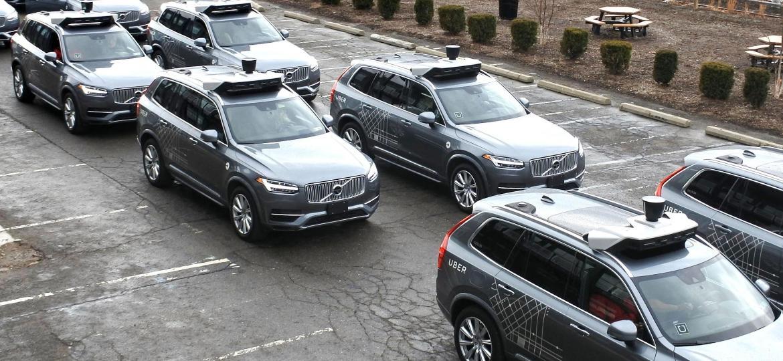 Frota de Volvo XC90 com adaptações para teste de modo autônomo pelo Uber - Kyodo News/Getty Images