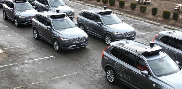 Modelos Volvo XC90 autônomos da frota do Uber