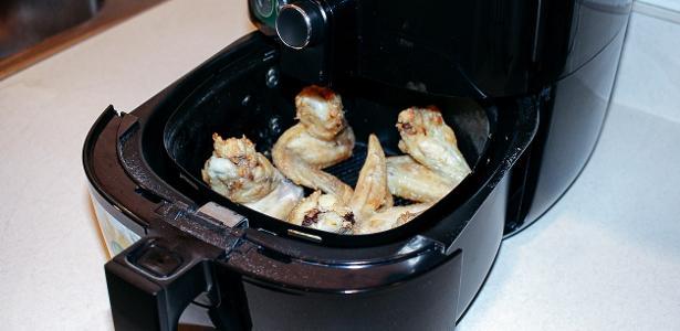 Fritadeira a ar é queridinha dos brasileiro. Mas como funciona?