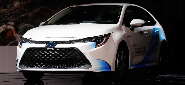 5993aff175 Contagem regressiva: novo Corolla surge no Brasil até outubro