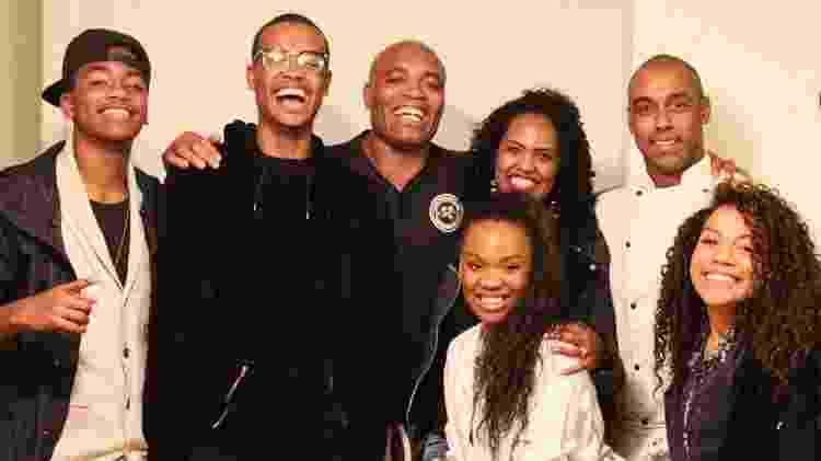 Anderson Silva e família com Marcus - Divulgação - Divulgação