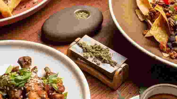 Mesa do Original Cannabis Cafe - Divulgação - Divulgação