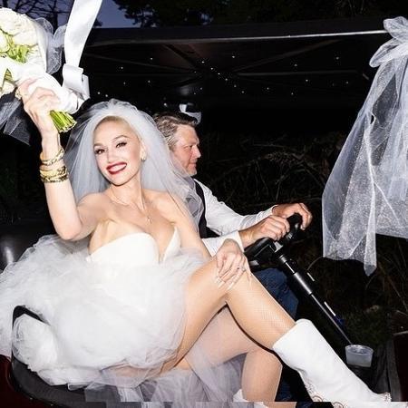 Gwen Stefani usou botas brancas no casamento com Blake Shelton - Reprodução / Instagram