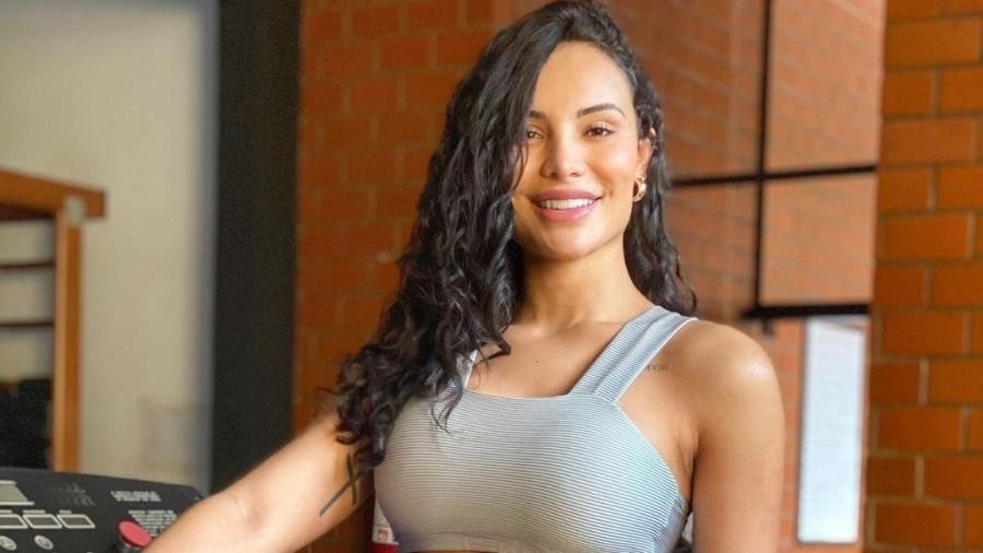 A Fazenda 2021: Aline Mineiro, ex-panicat e namorada de Léo Lins, é anunciada no reality show - Reprodução/RecordTV
