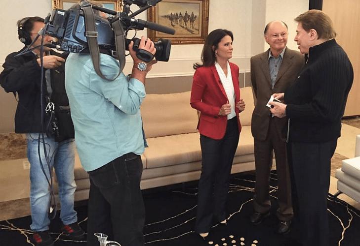 2.ago.2015 - Silvio Santos se encontra com Edir Macedo no Templo do Salomão