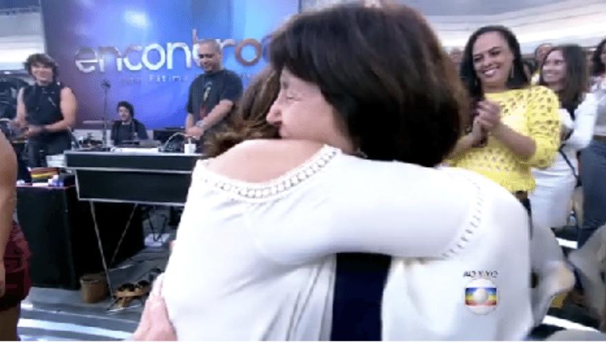 17.set.2015 - Fátima Bernardes se emocionou com uma homenagem feita pelo cantor Lulu Santos, que cantou um trecho de sua música especialmente para a apresentadora. Ela está completando 53 anos nesta quinta-feira (17)