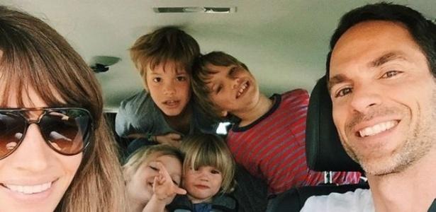 Courtney vai passar um ano na estrada com o marido, Michael, e os filhos Easton, Quin, Ivy, e Marlow - Courtney Adamo/Reprodução
