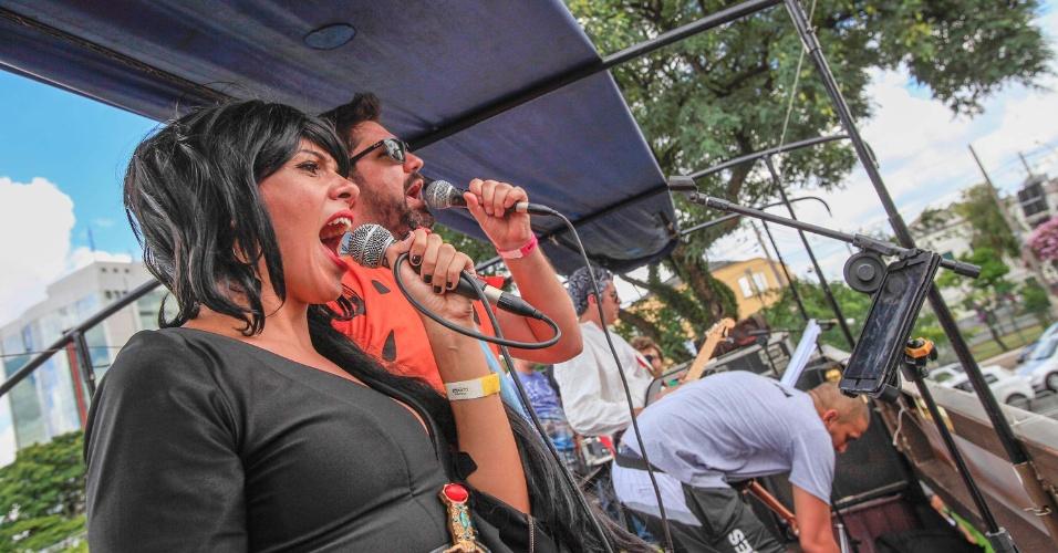 Bloco Chega Mais reúne foliões animados e muita diversão no centro de São Paulo