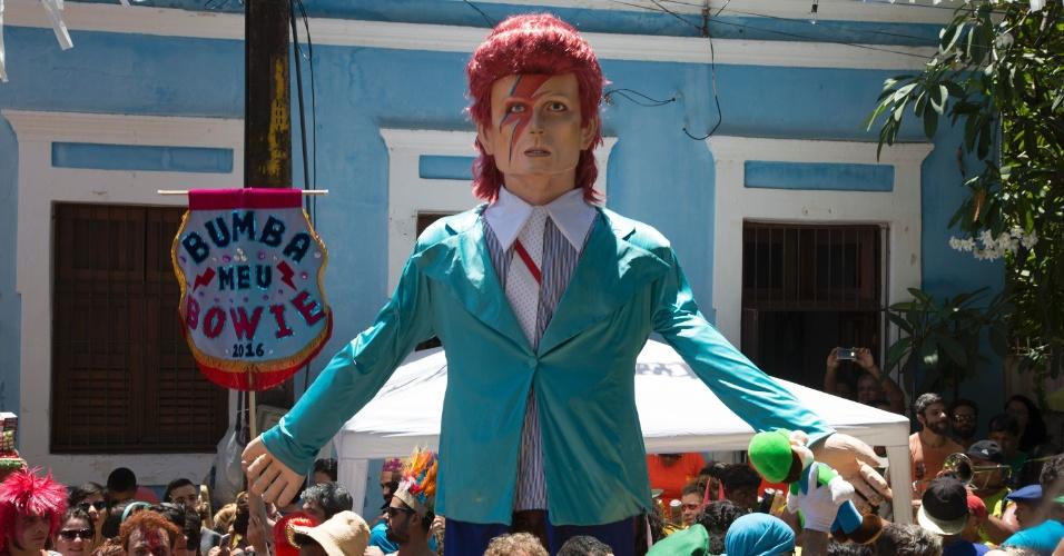 6.fev.2016 - Uma das atrações do Carnaval de Olinda deste ano é o bloco Bumba Meu Bowie, que homenageia o cantor David Bowie, falecido no início de 2016.