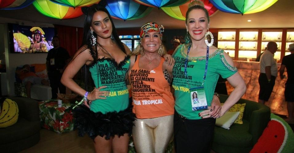 9.fev.2016 - Susana Vieira, Claudia Raia e Letícia Lima no camarote da Sapucaí