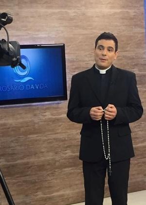 """Padre Juarez de Castro apresenta o """"Rosário da Vida"""" na Rede Vida - Reprodução/Facebook/Rede Vida"""