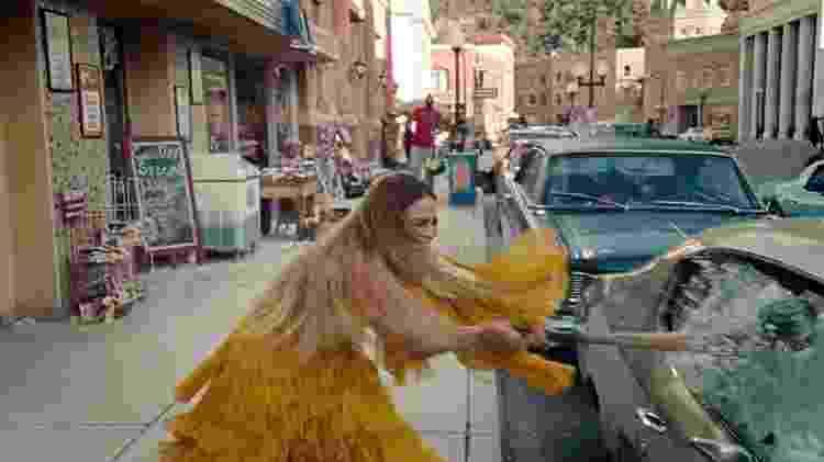 """Beyoncé em cena do clipe de """"Hold Up"""", divulgado no dia do seu aniversário de 35 anos - Reprodução - Reprodução"""