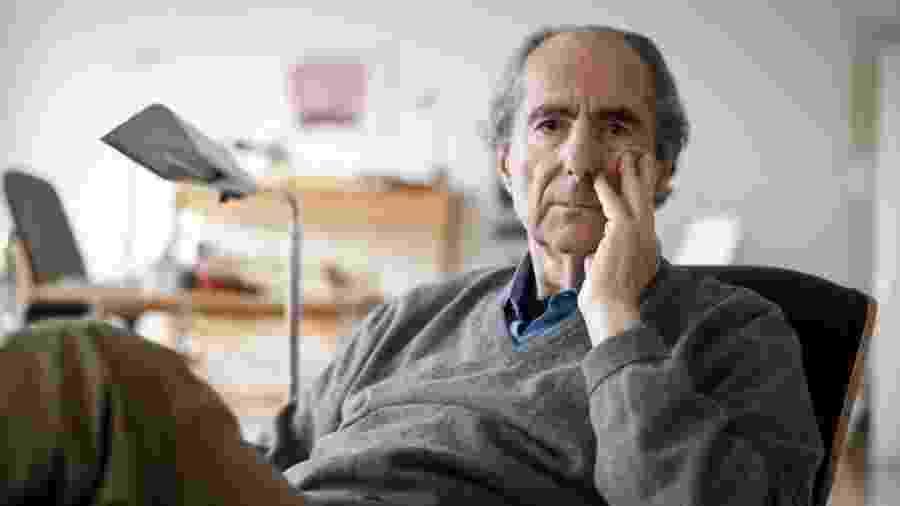 O escritor americano Philip Roth, em seu apartamento, em Manhattan - Gilberto Tadday/Folhapress