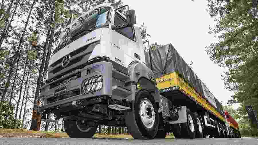 """Mercedes-Benz Axor 3344 é exemplo de extra-pesado que vai virar """"super caminhão"""" - Pedro Danthas/Divulgação"""