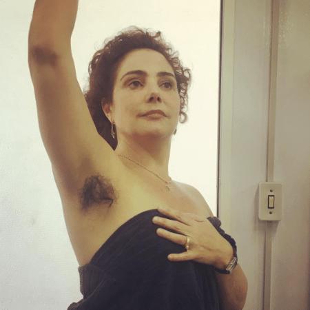 """Heloisa Perissé nos bastidores de """"Novo Mundo"""" - Reprodução/Instagram/vivipasmanter"""