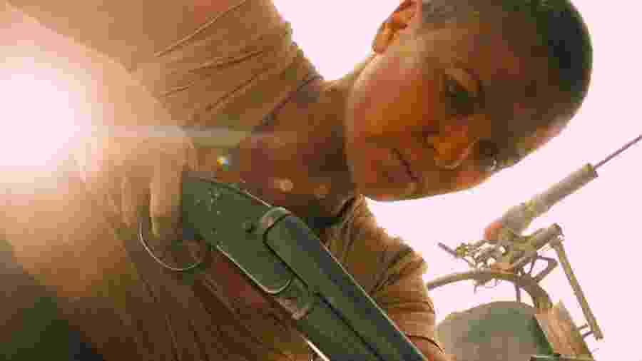 """Charlize Theron, 44, em cena de """"Mad Max: Estrada da Fúria"""" (2015) - Divulgação"""
