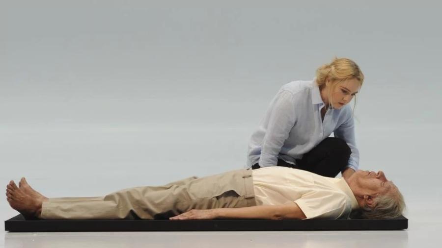 O ator Geoffrey Rush e a atriz Eryn-Jean Norvill - Divulgação