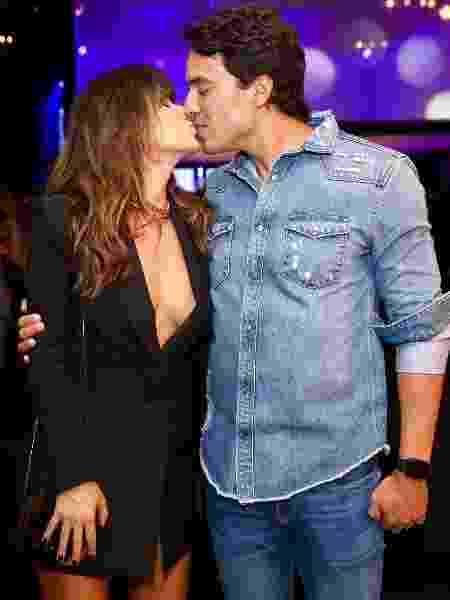 Paula Fernandes beija o novo namorado em evento - Manuela Scarpa/Brazil News