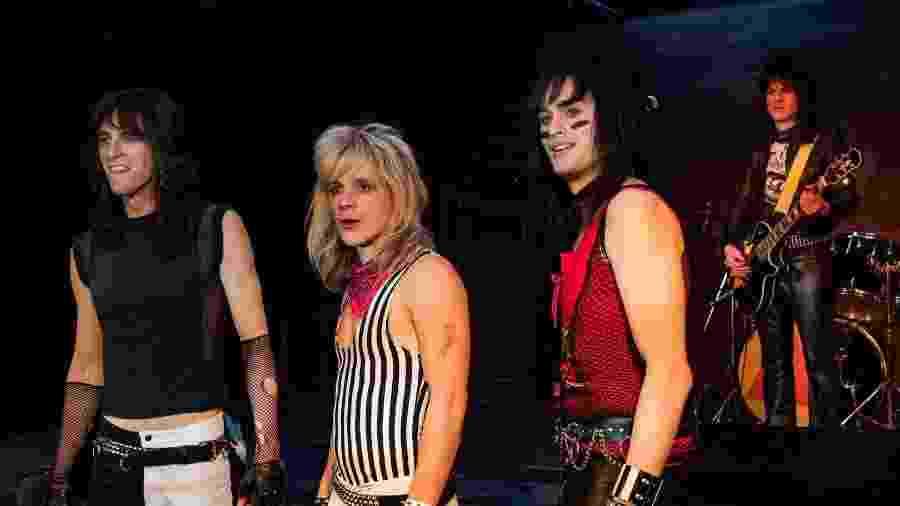"""Cena de """"The Dirt"""", com atores no papel de Tommy Lee, Vince Neil, Nikki Sixx e Mick Mars (da esq. para dir.) - Divulgação/Netflix"""