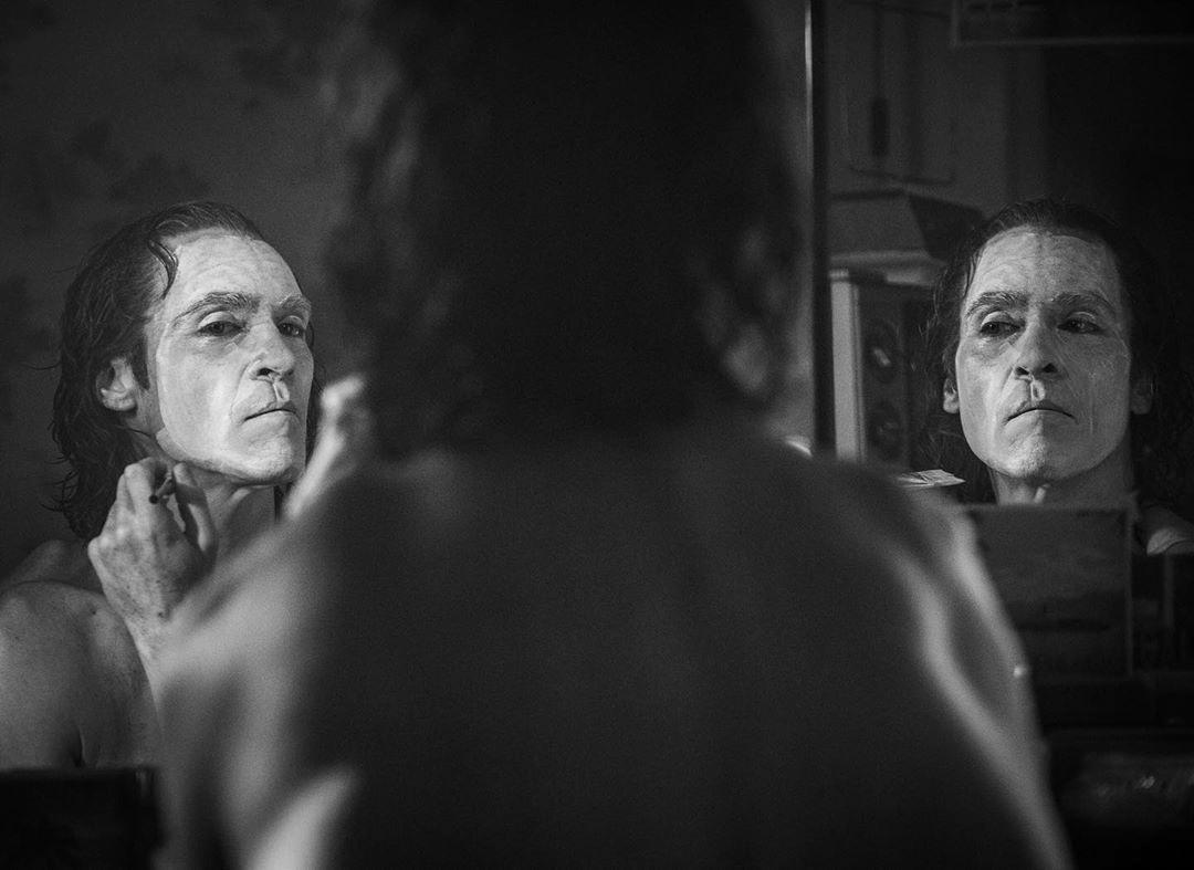 American Horror Story Cenas Quentes diretor confirma que coringa terá classificação para maiores